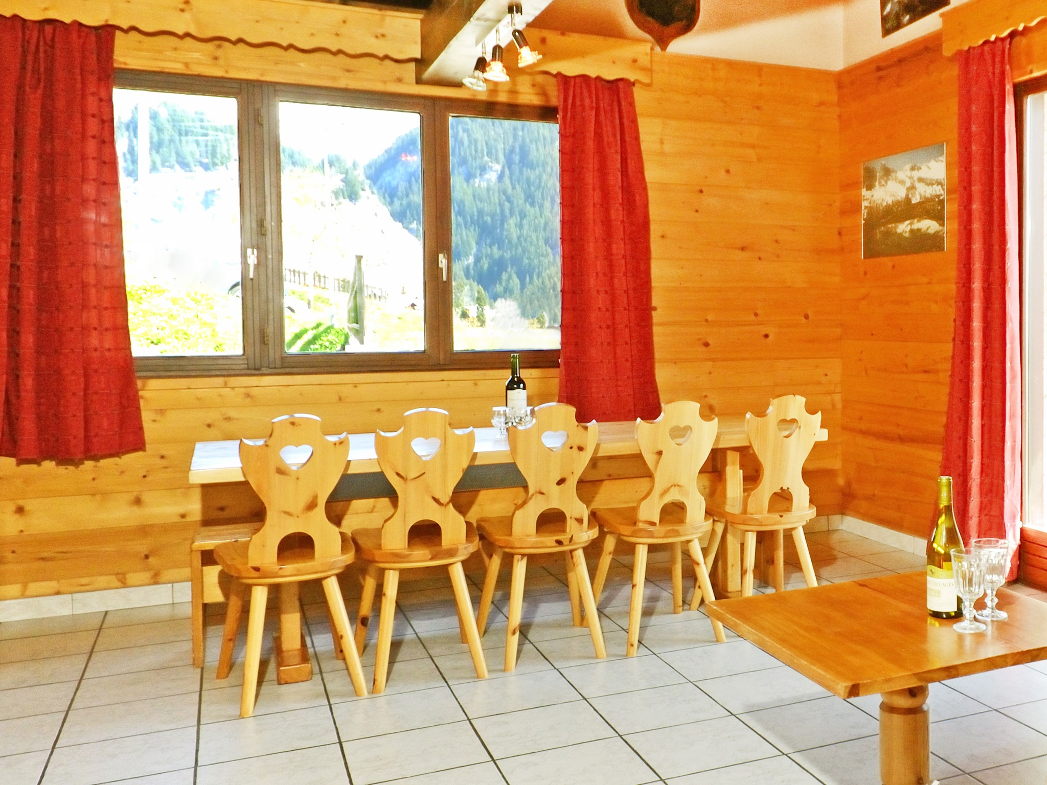 Chalet Carella - dining area