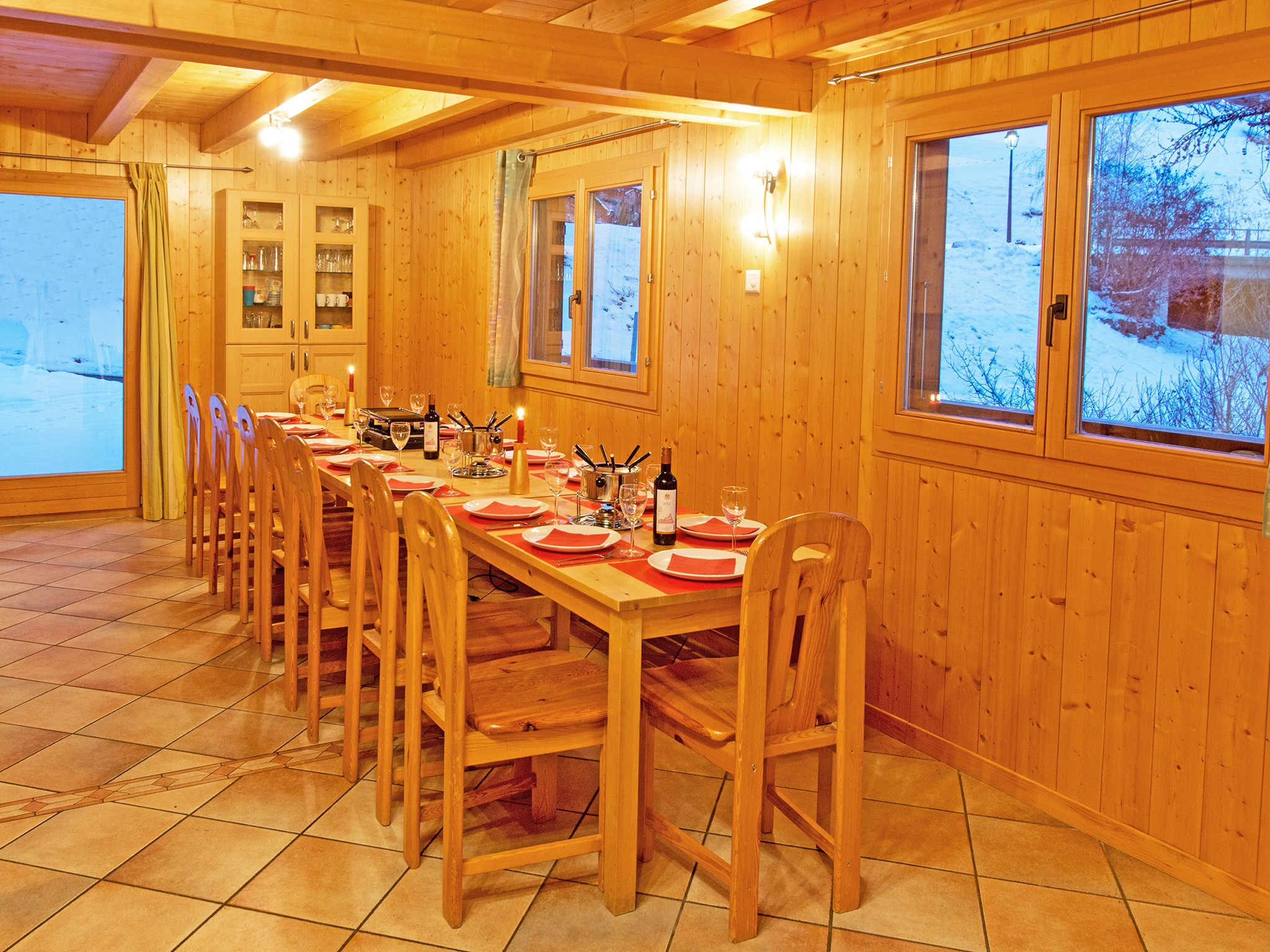 Chalet Michelle - dining area