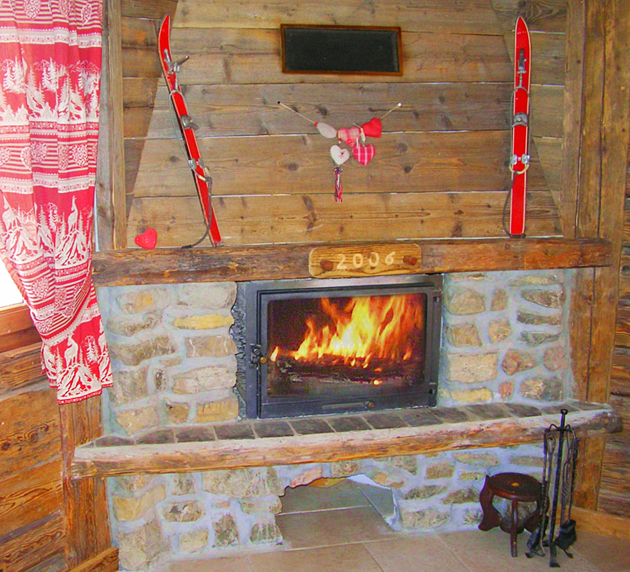Chalet Châtel CAN01 - fireplace