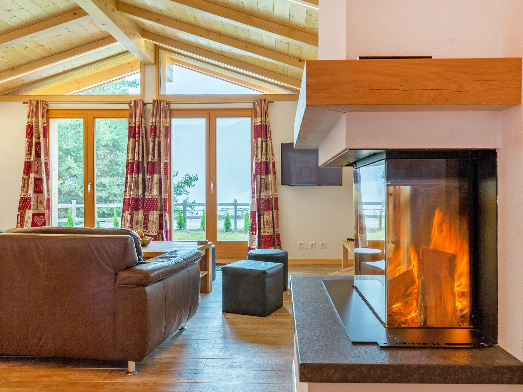 Chalet Pierina - fireplace