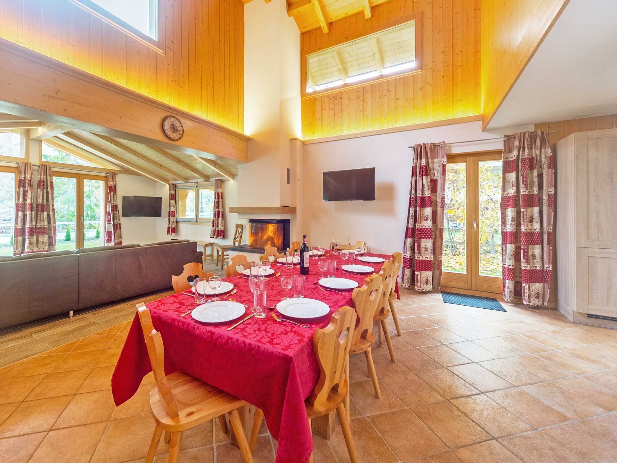 Chalet Pierina - dining area