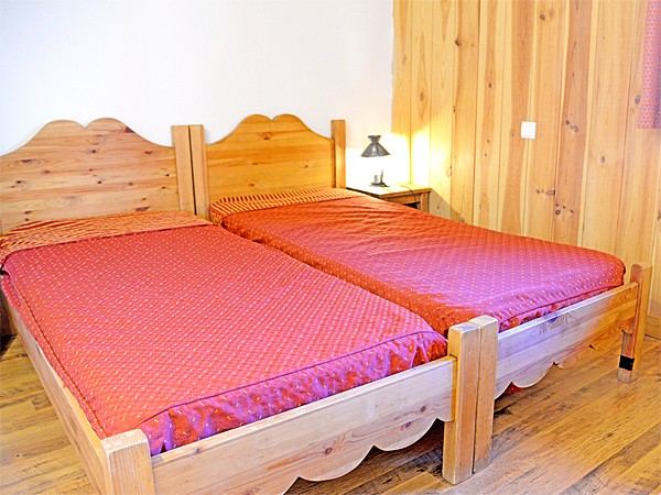 Chalets Violettes - bedroom (example)