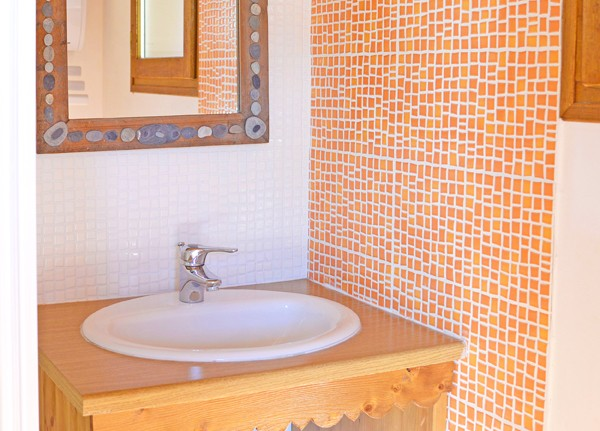 Chalets Violettes - bathroom (example)