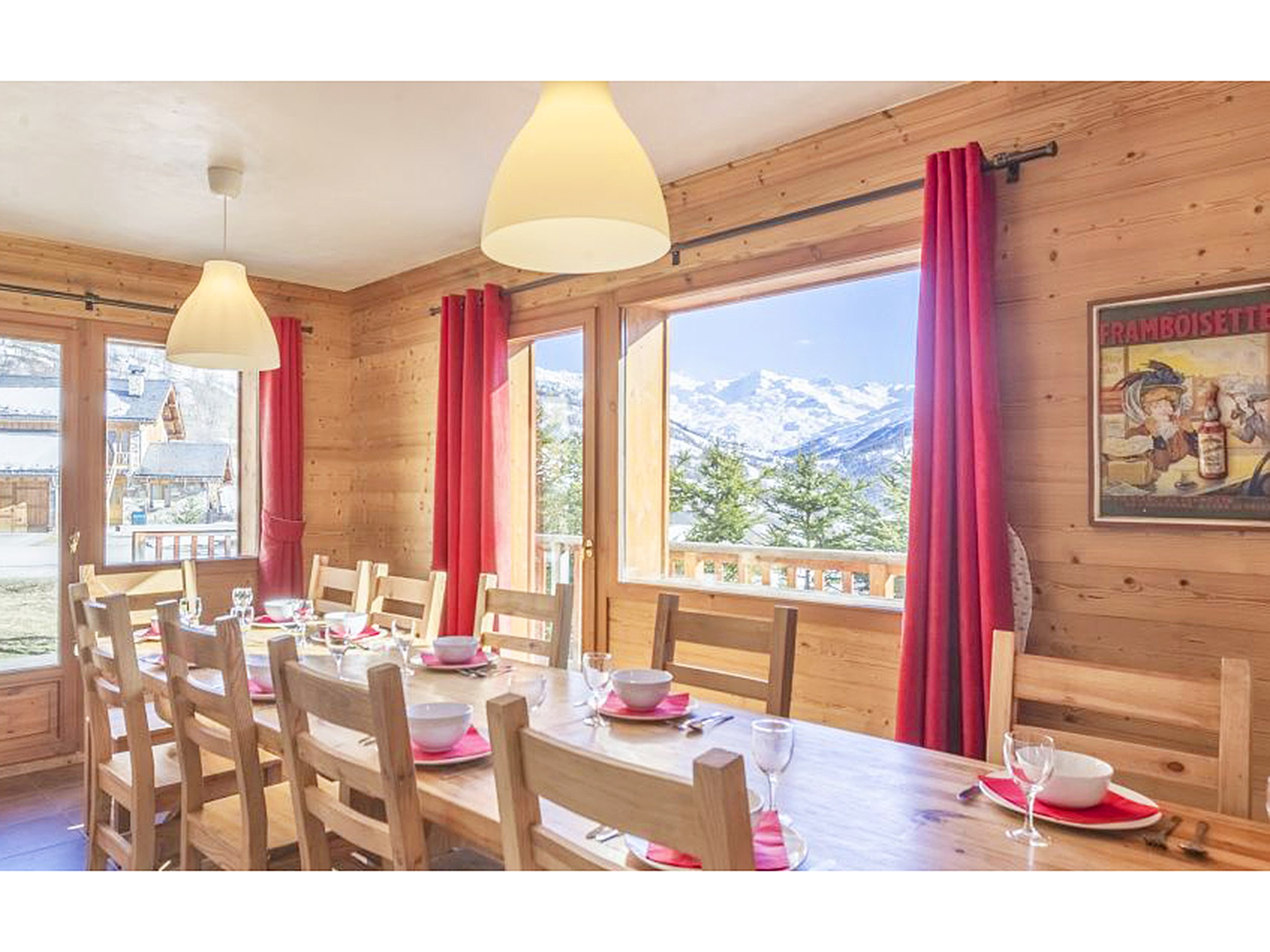 Chalet Saint Marc - dining area