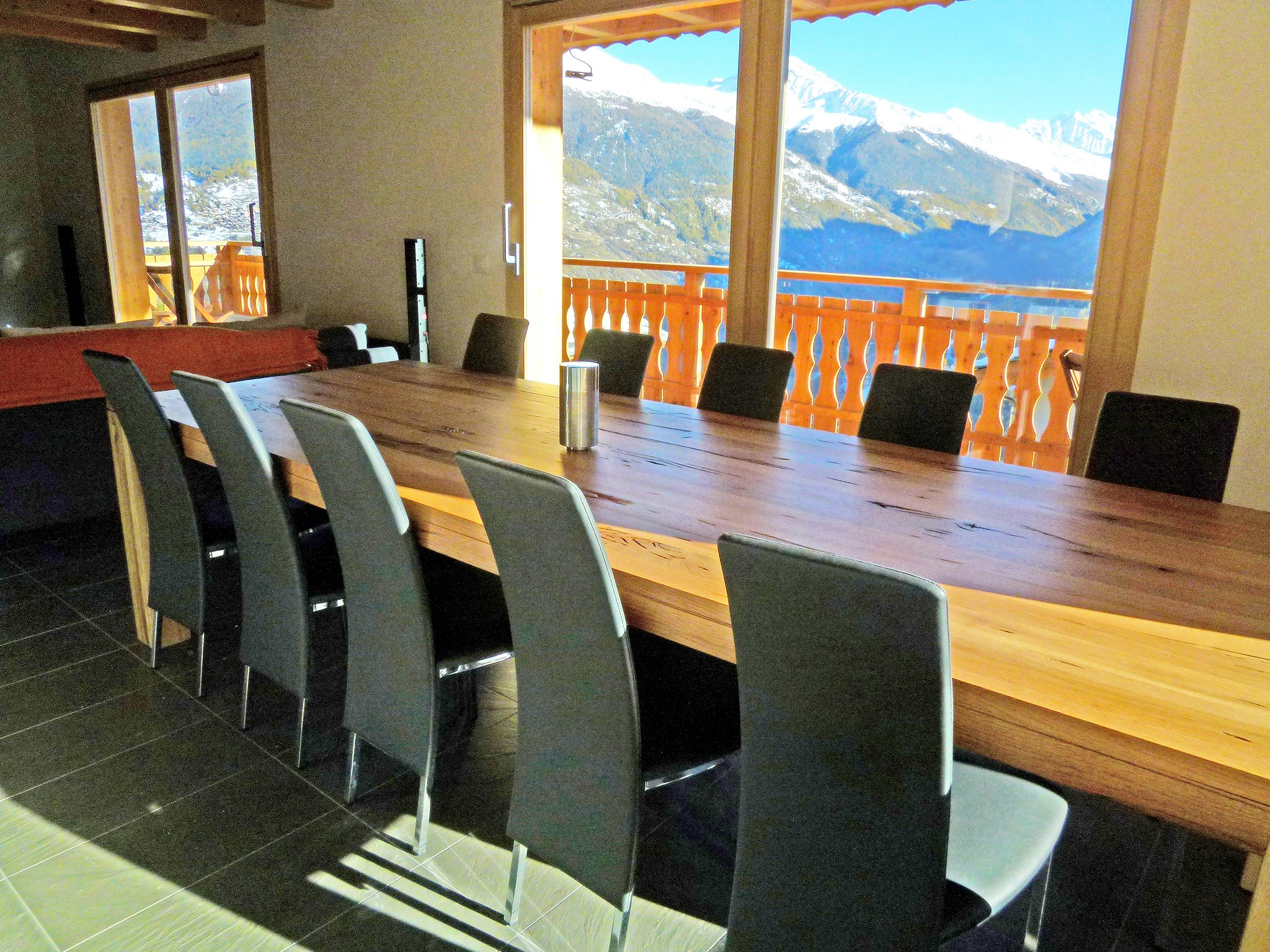 Chalet Croix Blanche - dining area