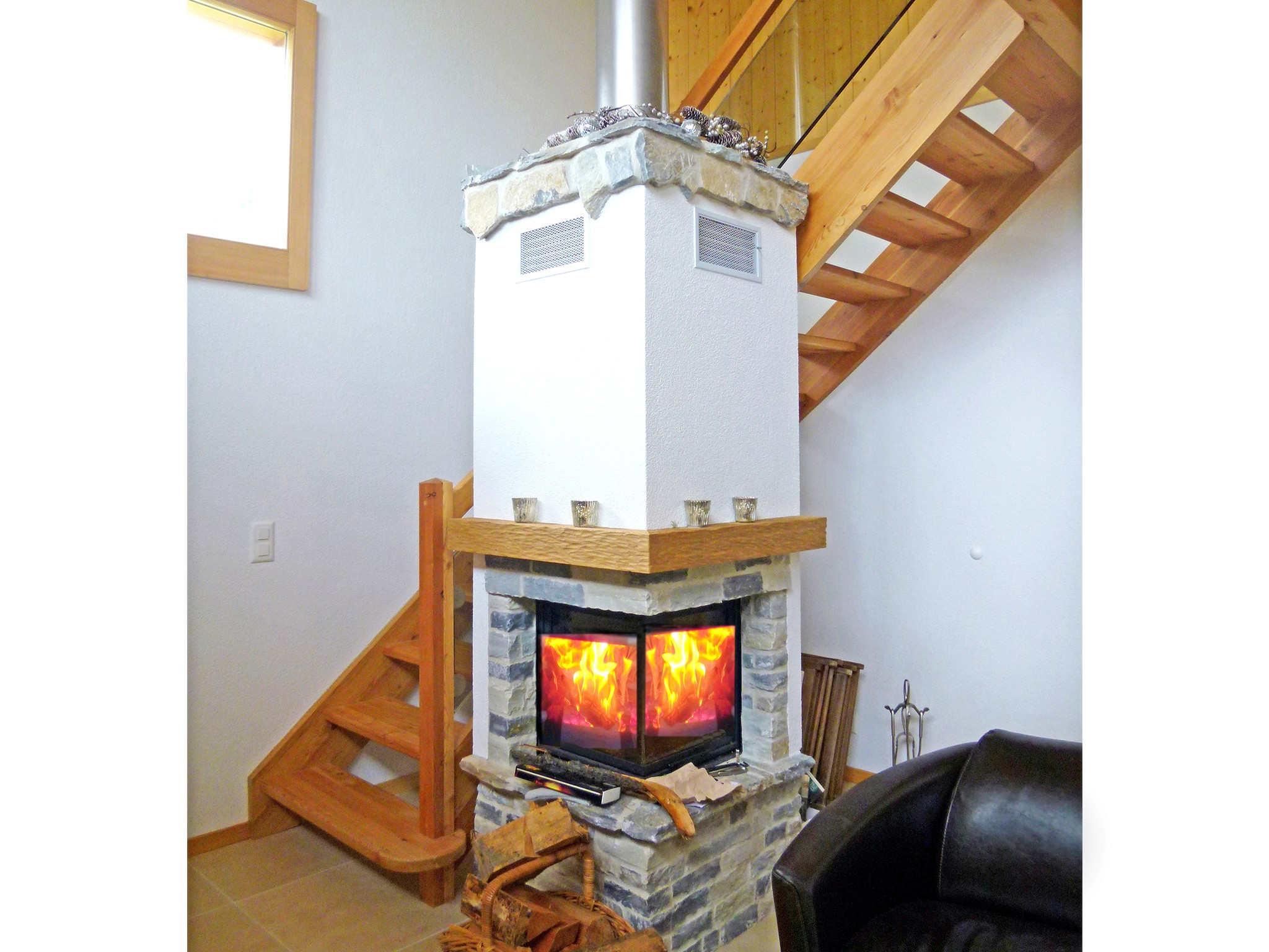 Chalet Chaud - fireplace