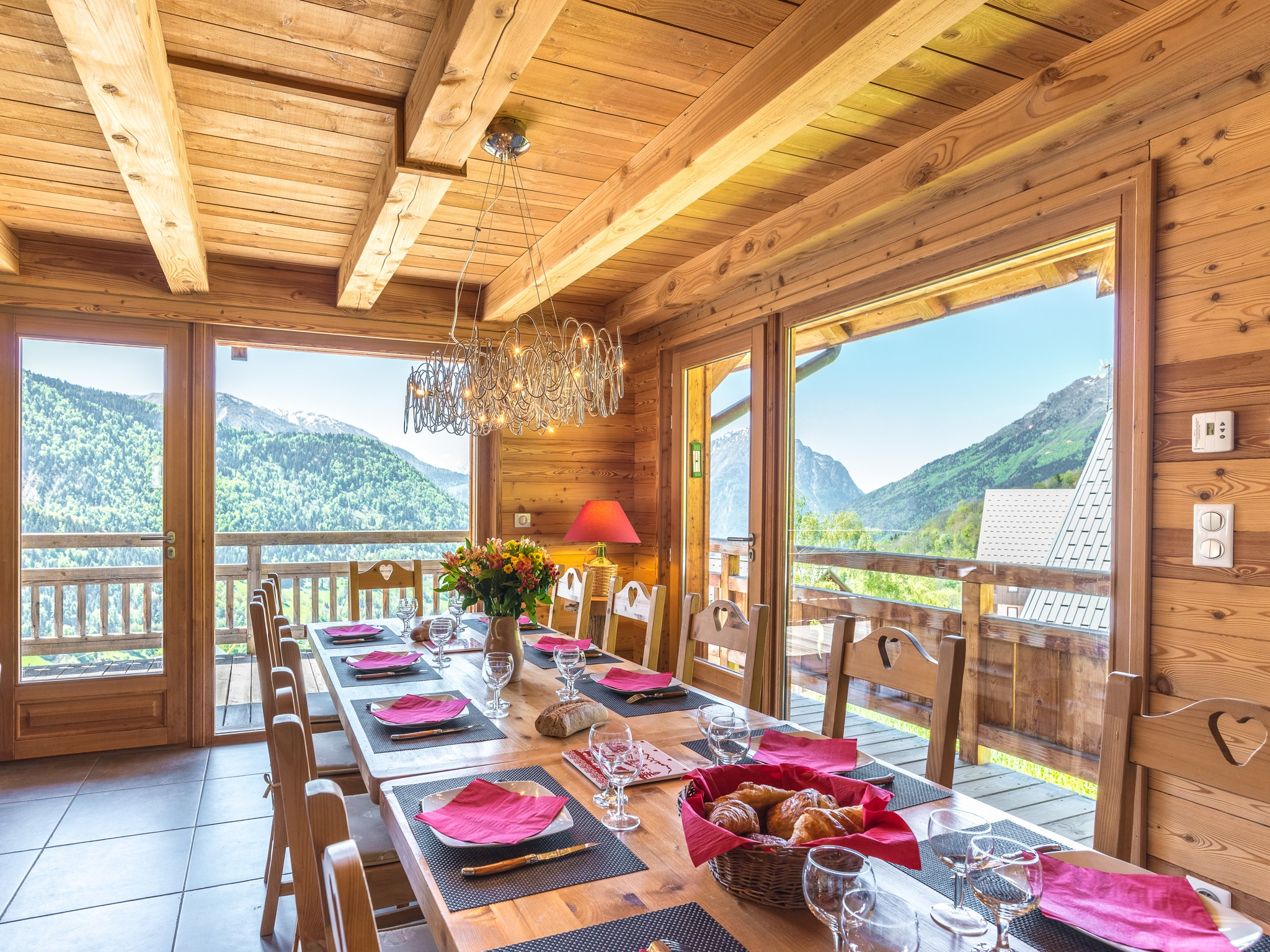Chalet Ysengrin - dining area