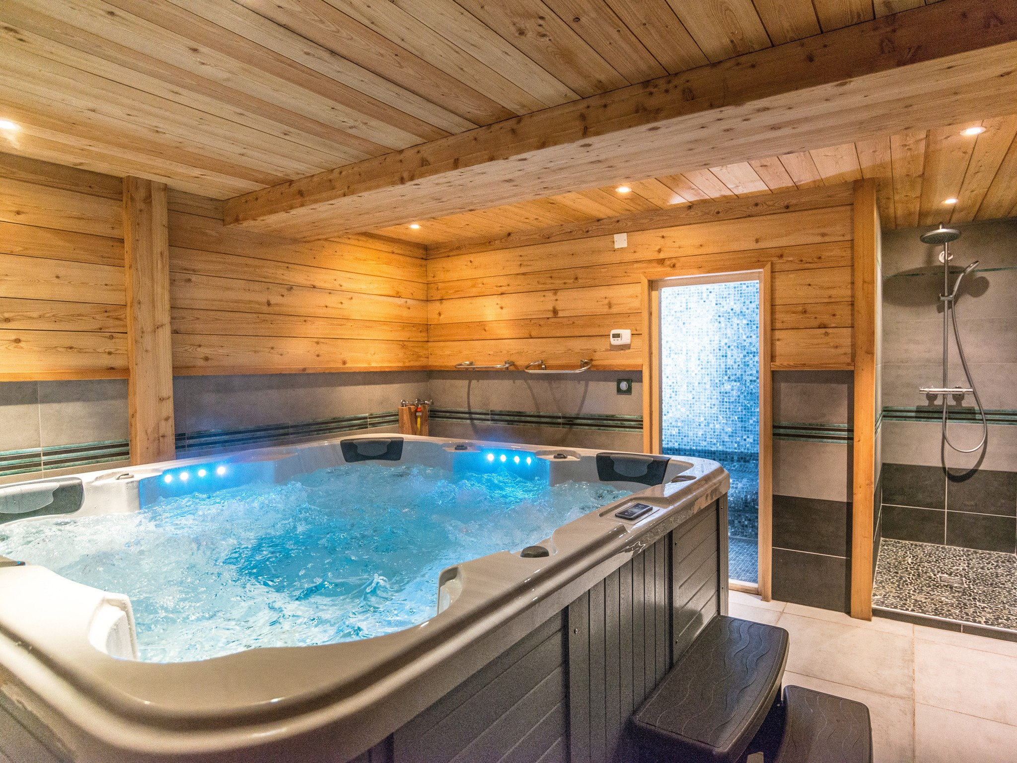 Chalet Ysengrin - outdoor jacuzzi