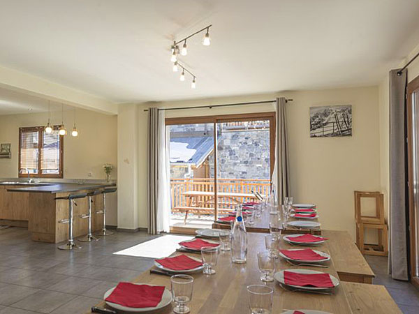 Chalet Grand Lucien - dining area