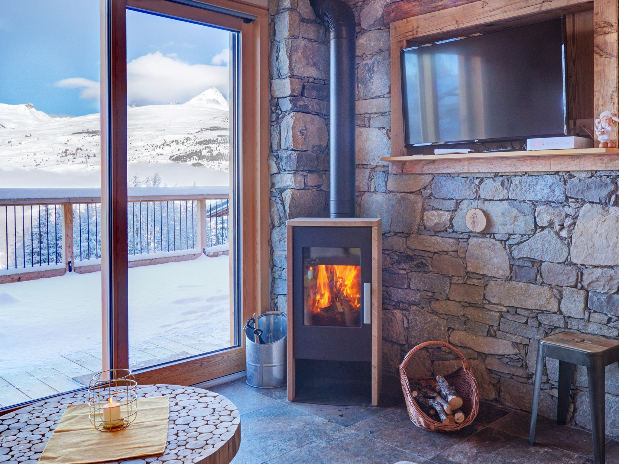Chalet Ski Dream - fireplace