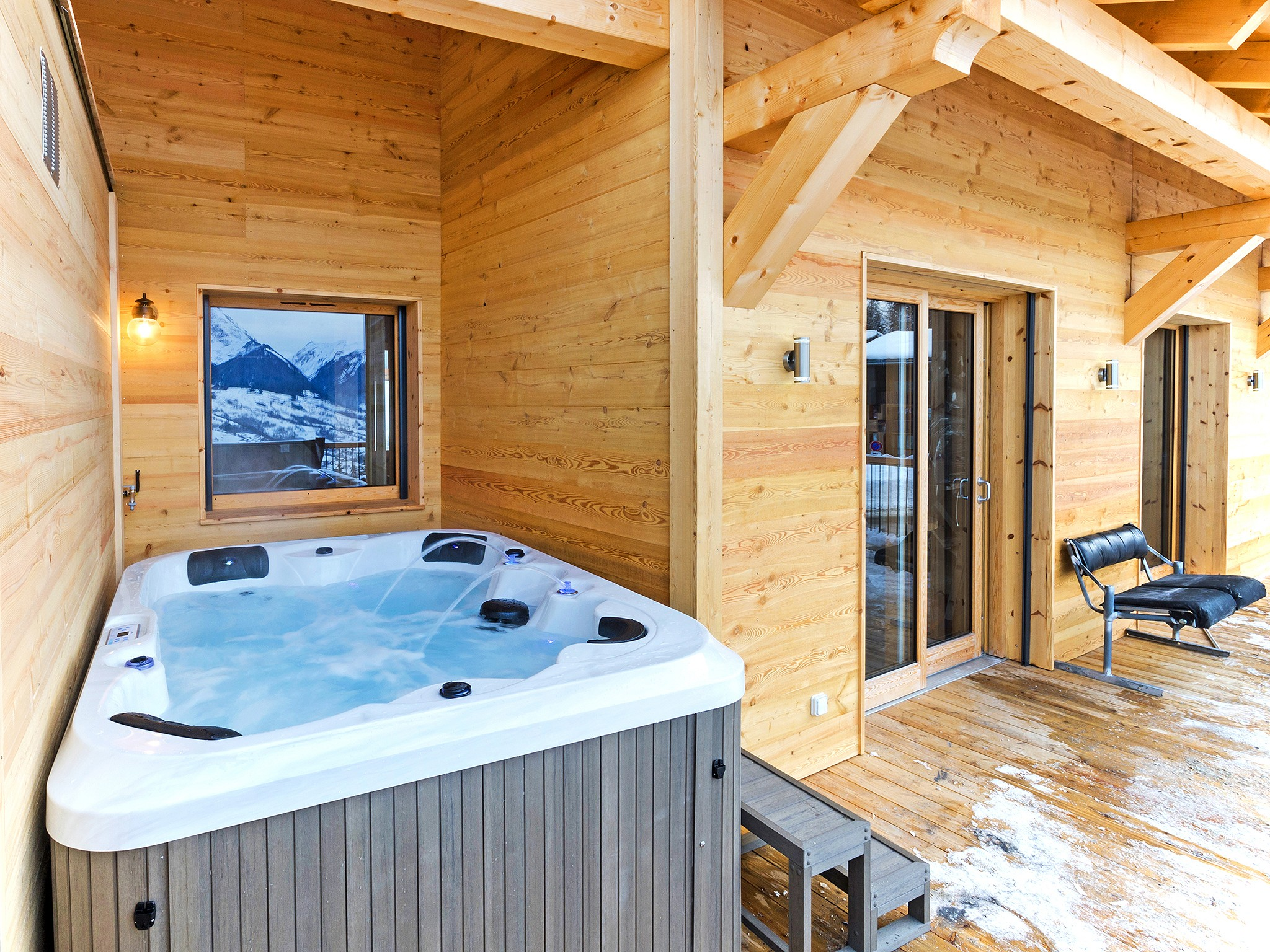 Chalet Ski Dream - outdoor jacuzzi