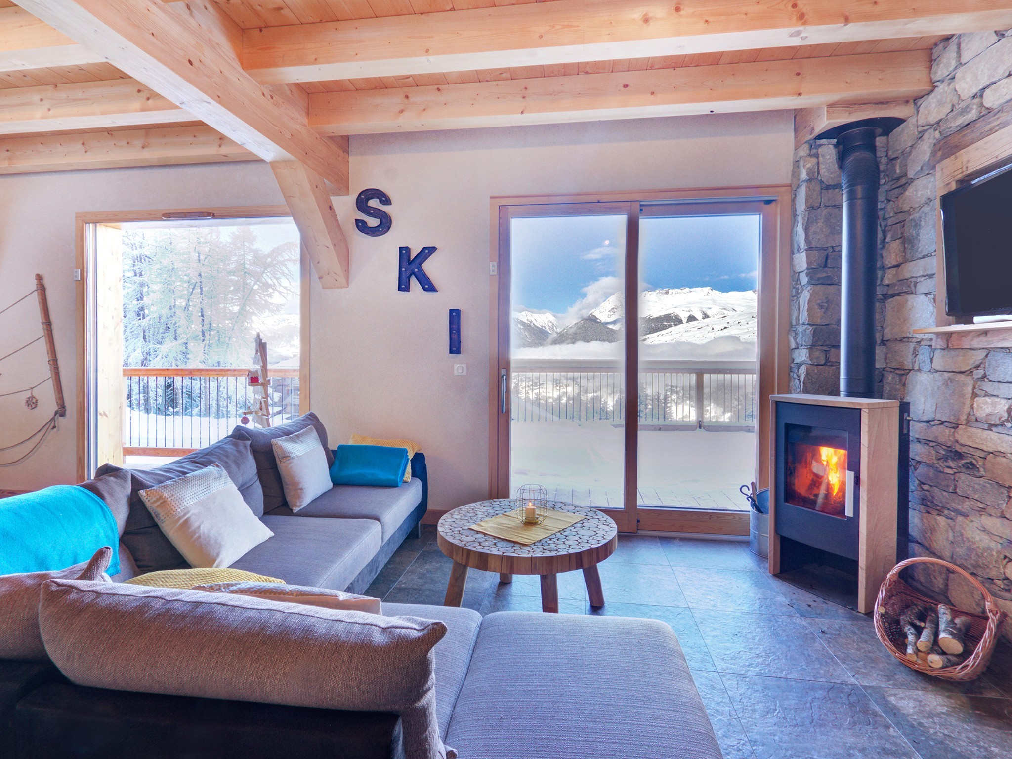 Chalet Ski Dream - living room