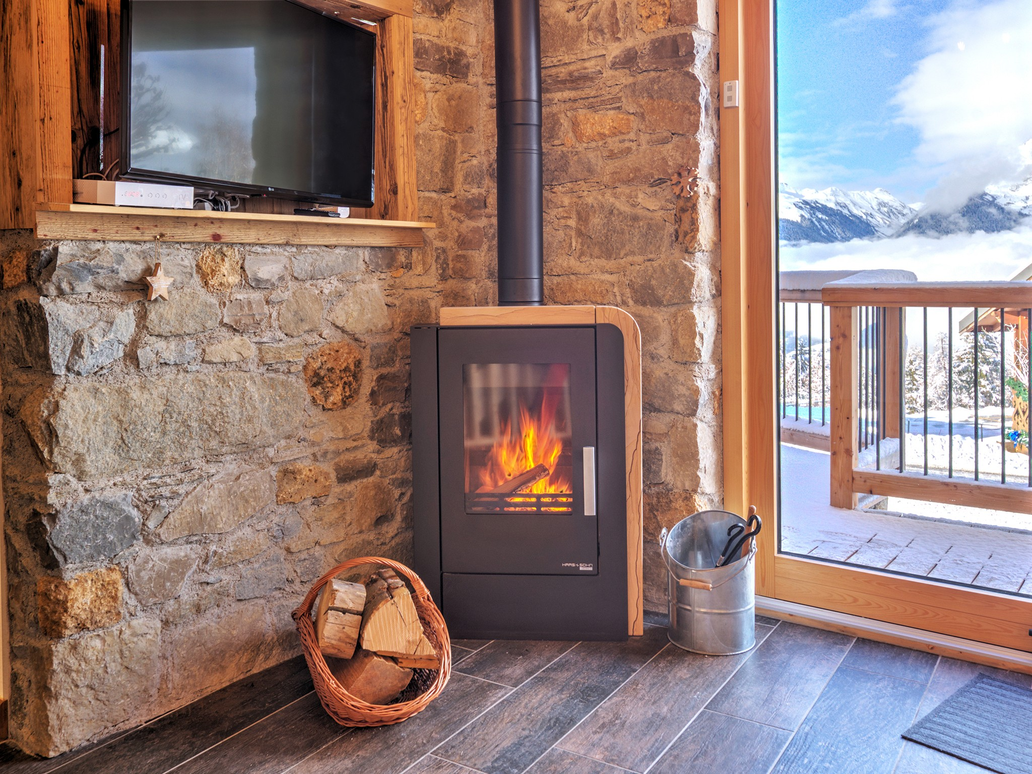 Chalet Paradise Star - fireplace