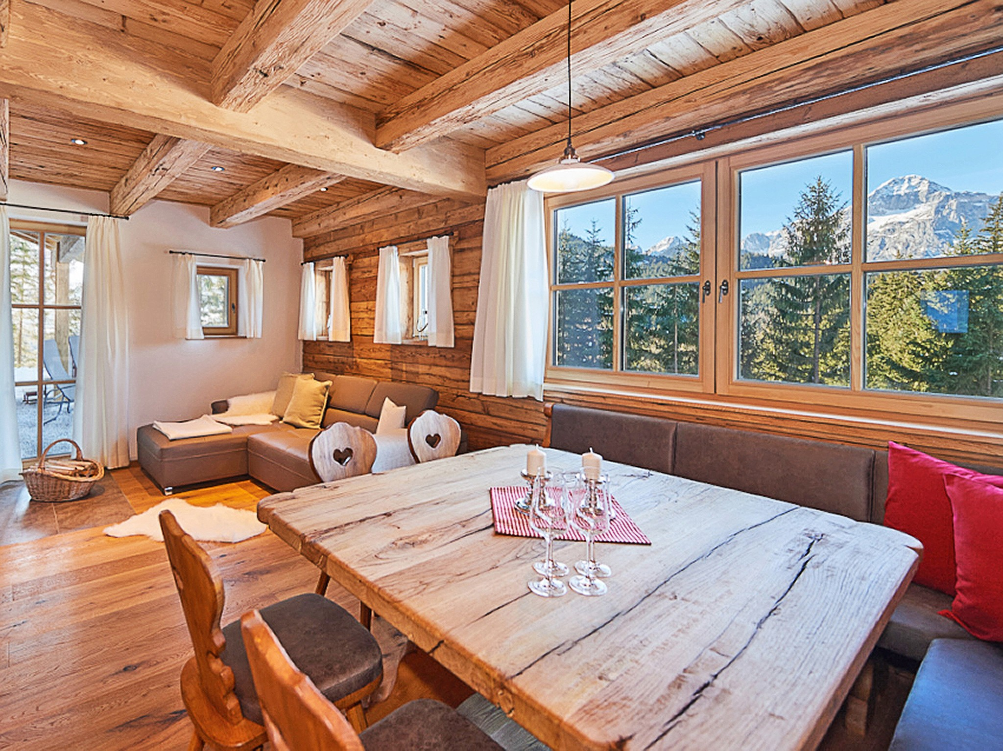 Dachstein Lodge - dining area