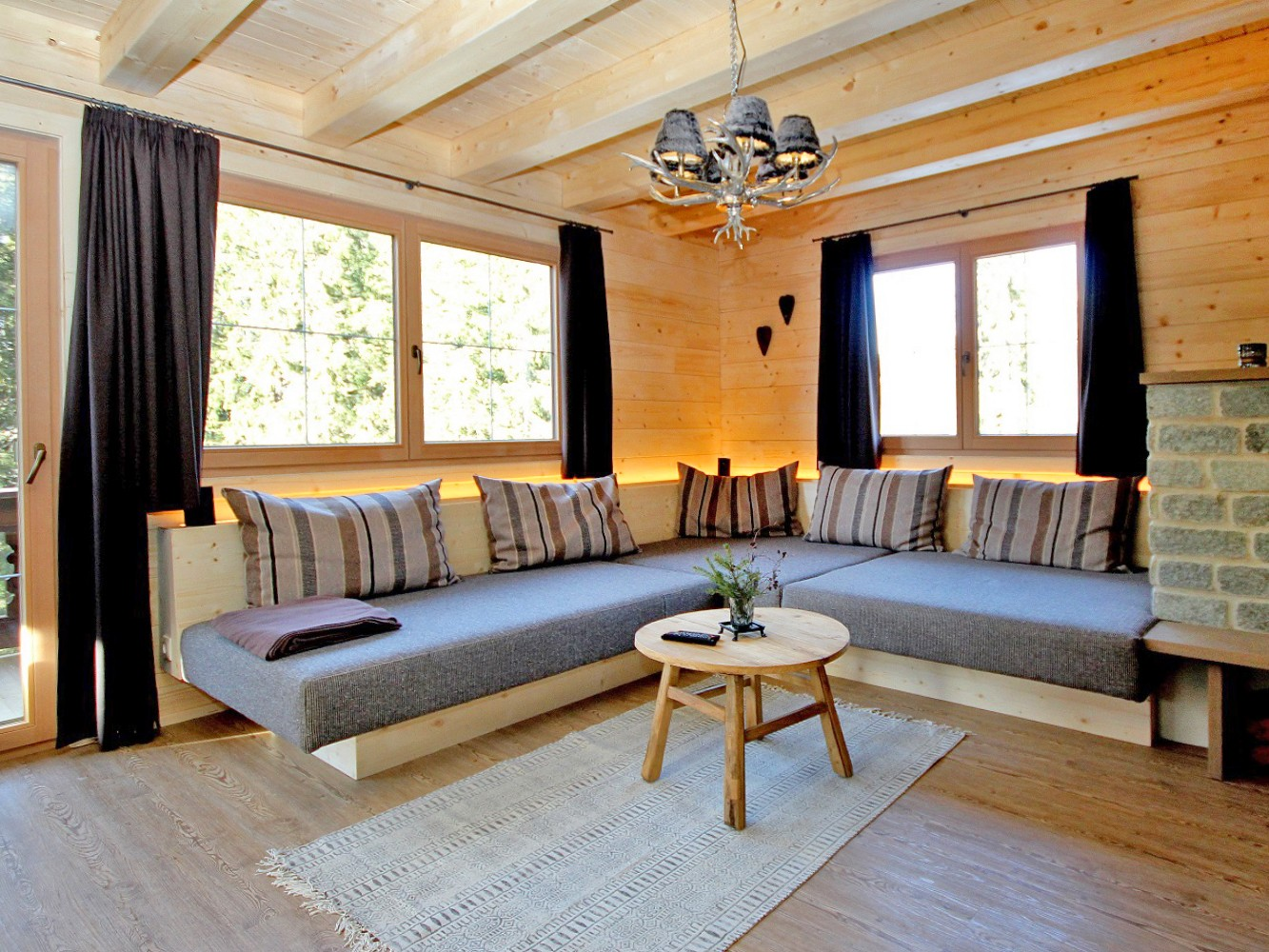 2Chalet Couchbearb