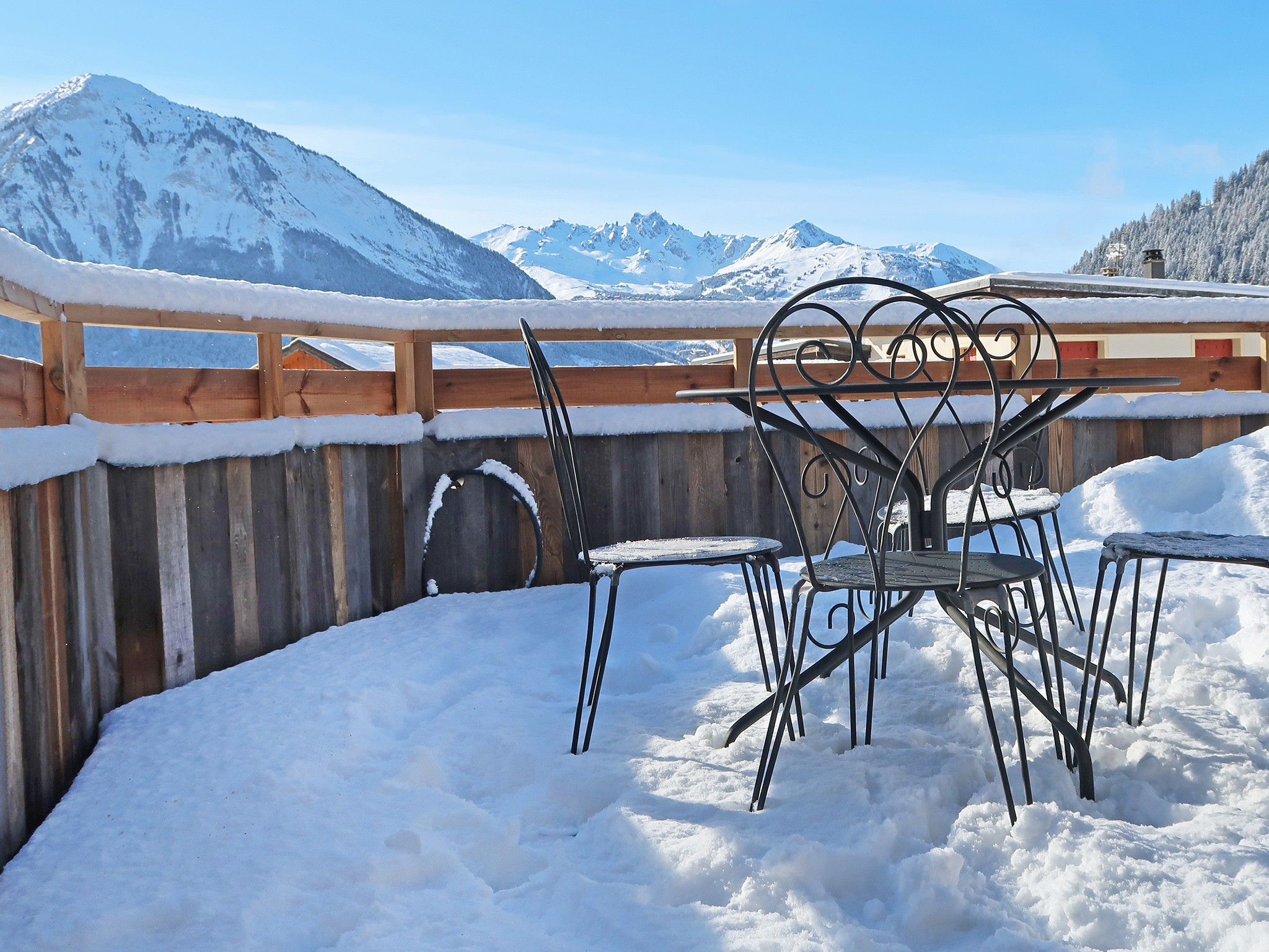 Mountain-Paradise-Balkon-Winter-B
