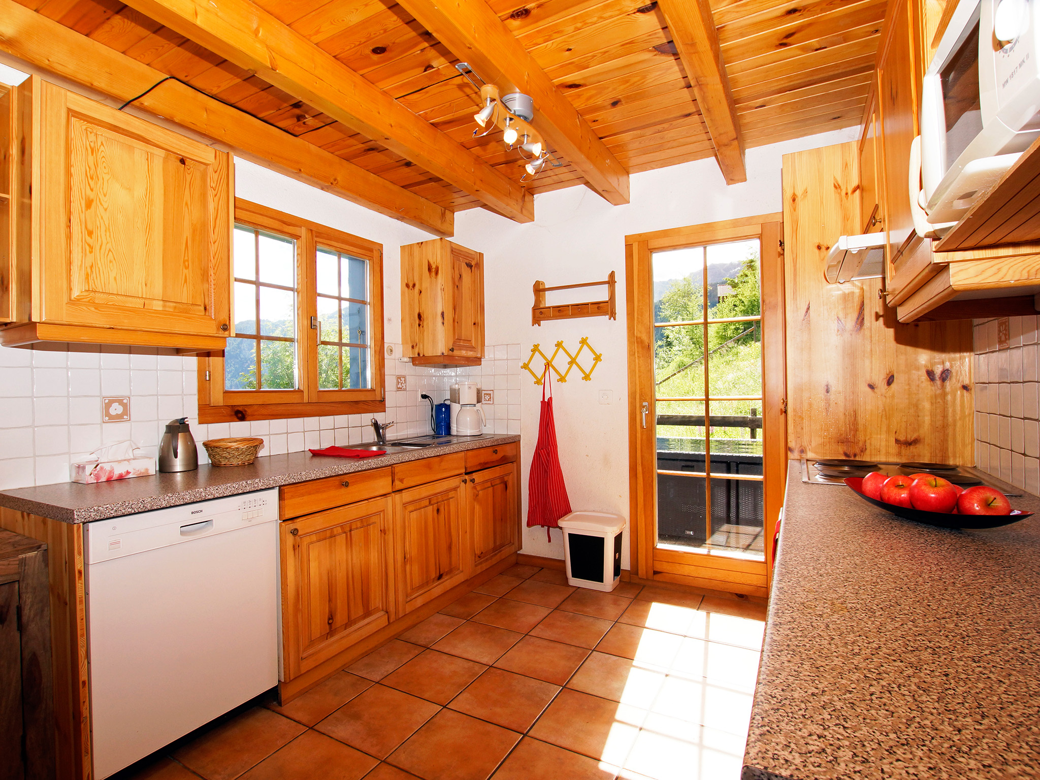 Chalet de Claude  - kitchen (example)