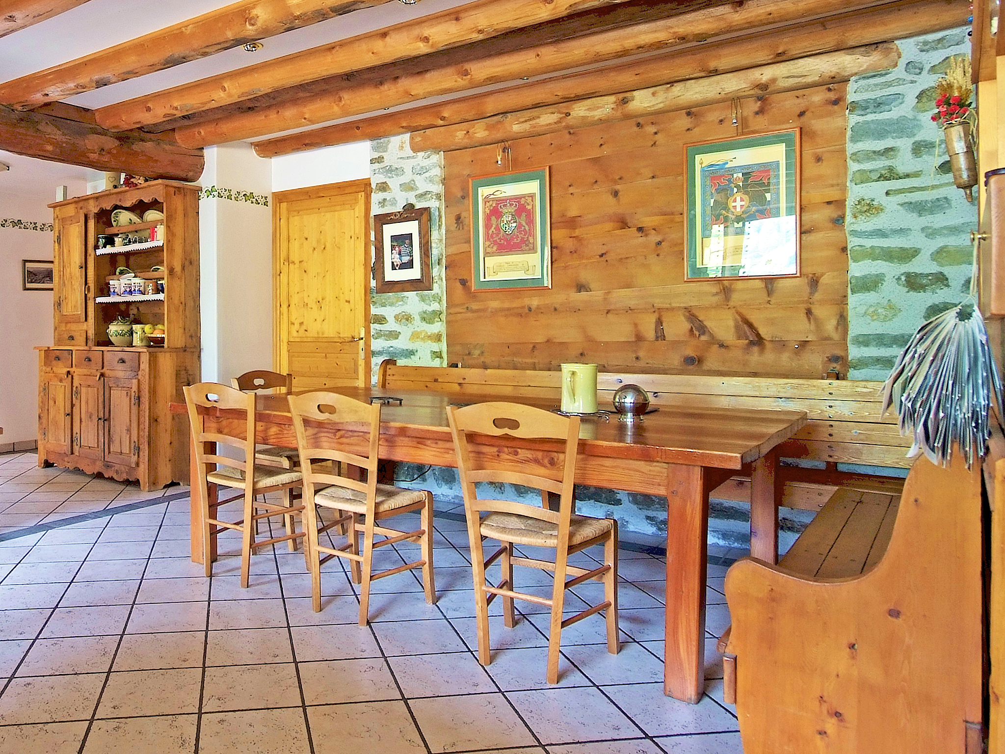 Chalet de Claude - dining room
