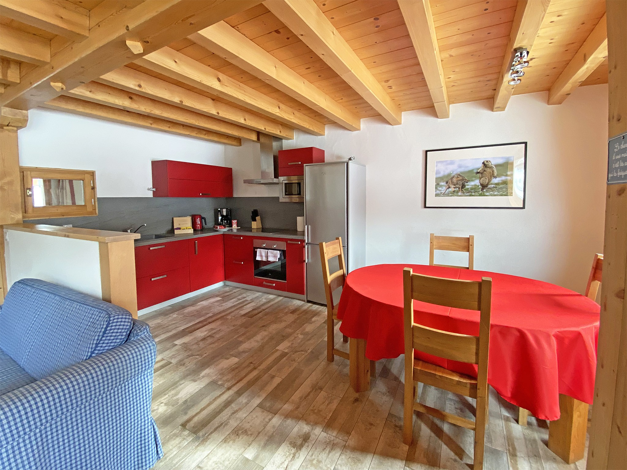 Ski Chalet de Bettex - kitchen and dining area