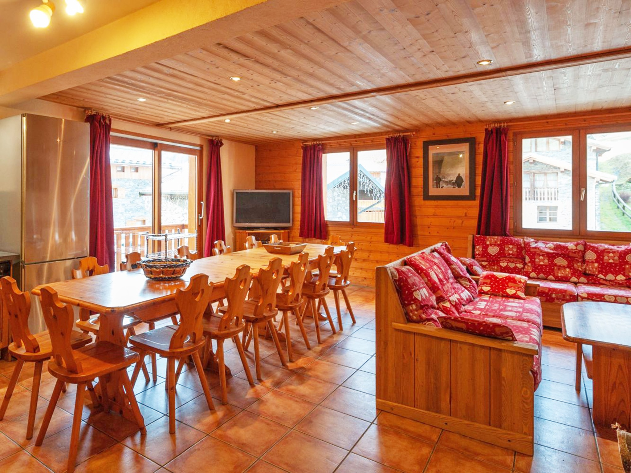 Chalet Mani - dining area