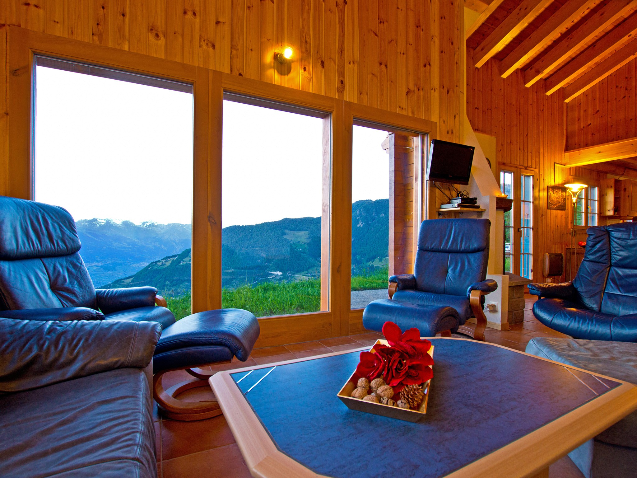 Chalet Alpina - living room