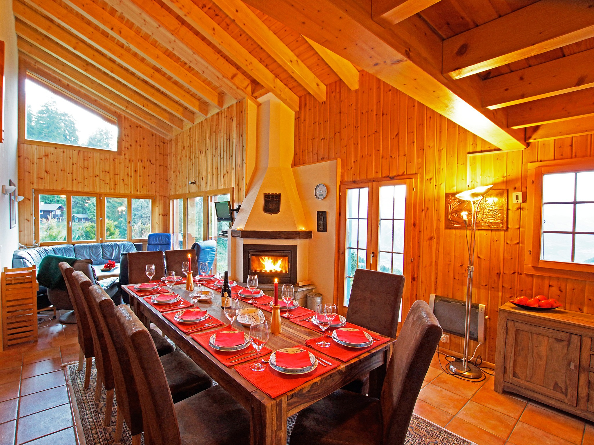 Chalet Alpina - dining area